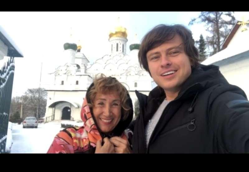 «О своих не забывайте»: Прохор Шаляпин и Лариса Копенкина помолились о чужих грехах