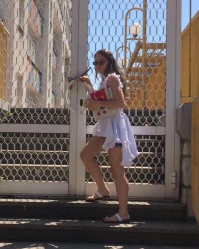 «Платье смотрелось бы лучше»: дочь Лолиты пришла на выпускной в брюках