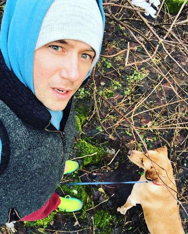 Иван Жидков показал, как дурачатся в снегу мужчины за тридцать