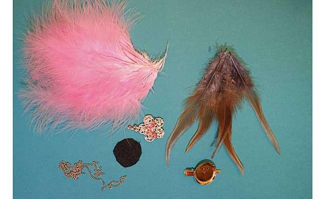 Серьги и броши из перьев своими руками