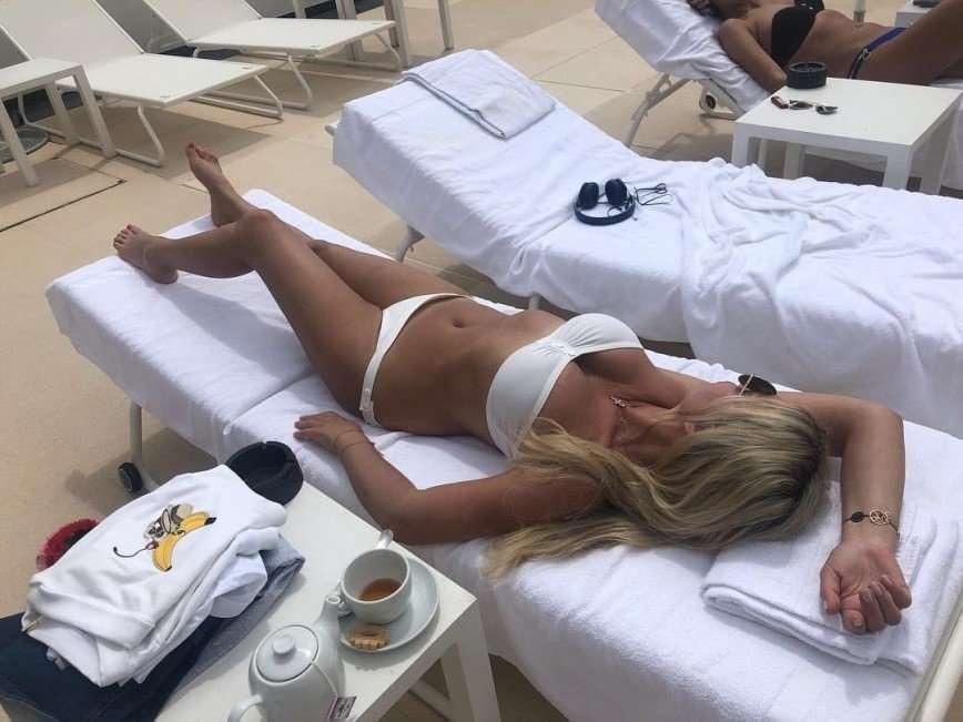«Завидую белой завистью»: 52-летняя Ирина Салтыкова похвасталась фигурой в бикини