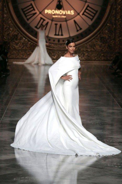 Ирина Шейк закрыла показ свадебной моды