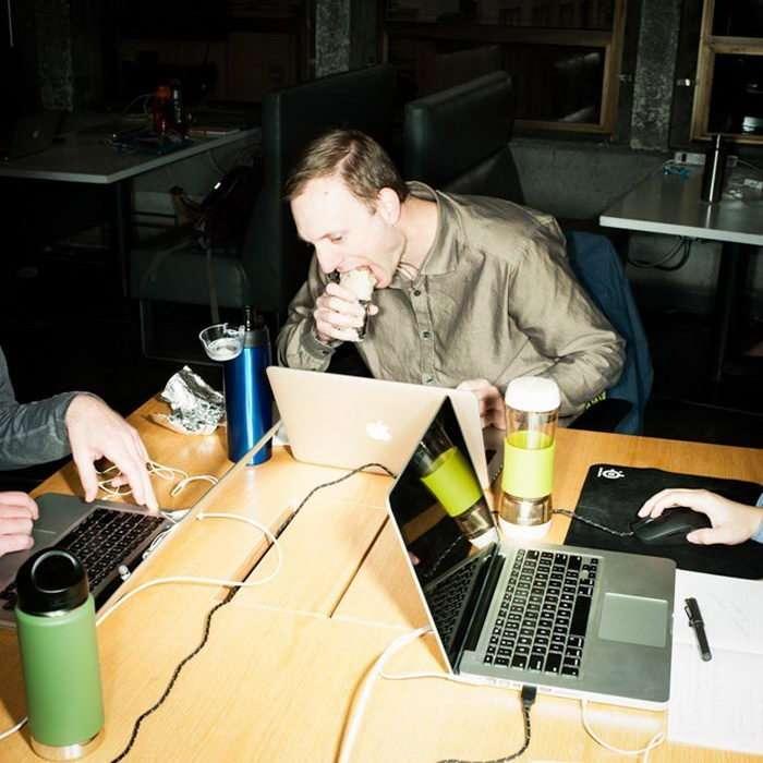 Печальные офисные обеды Брайана Финке