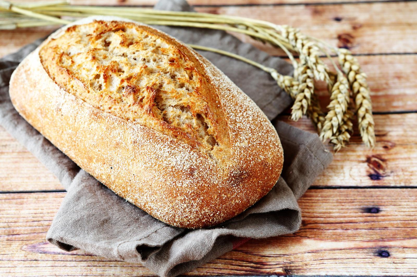 Идеально для бутербродов: готовим домашний сырный хлеб в духовке