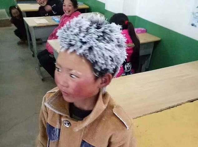«Ледяной мальчик»: китайский школьник ради экзамена прошел 5 километров по морозу